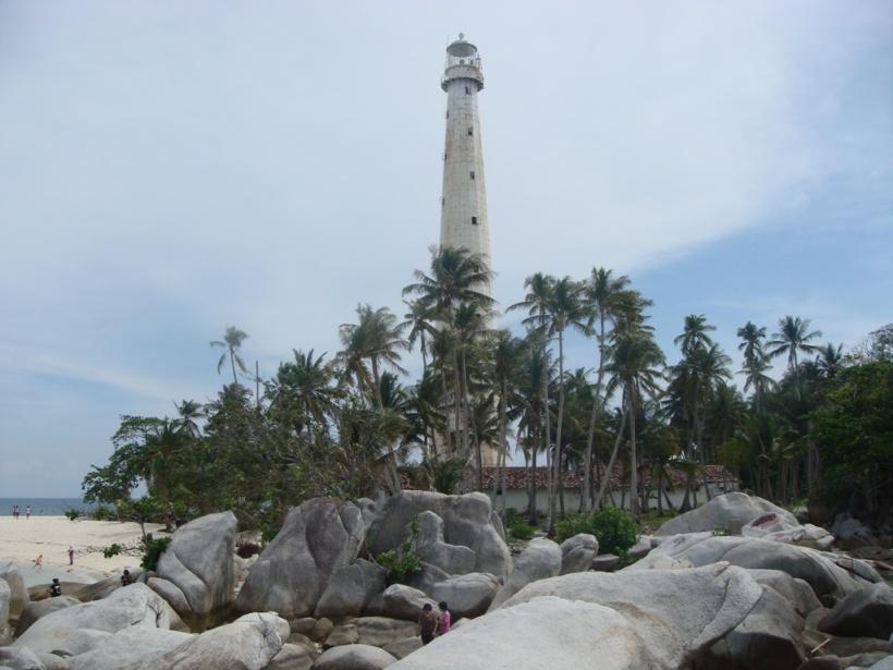 Pulau Lengkuas dengan Bebatuan granit